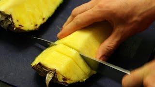 Как правильно чистить и нарезать ананас(В этом видео мы рассмотрим два способа как можно быстро и красиво почистить и нарезать ананас. ***********************..., 2015-03-09T22:04:11.000Z)