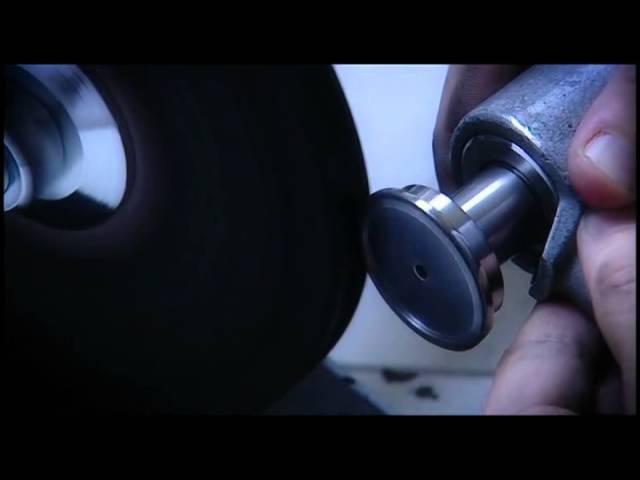 Polieren eines Uhrengehäuses von Breitling