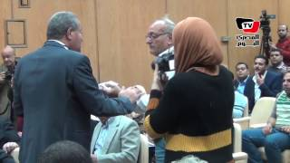 صحفي لـ«مصيلحي»: في حد بيصرف تموين مكاني.. والوزير يعد بالحل
