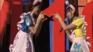 Hitomi Yoshizawa y Miki Fujimoto cantan Rainbow pink (originalmente...