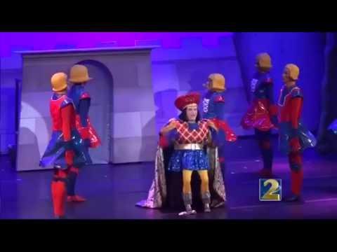 Mom and daughter perform Shrek in Atlanta Lyric Theatre