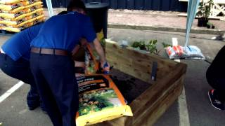 Wickes : How To Build A Raised Garden Bed With Diarmuid Gavin