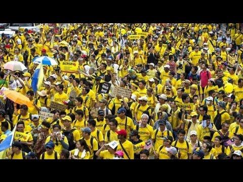 Berita 30 Agustus 2015 - VIDEO Demo Ribuan Warga Malaysia, Jalanan Diblokir, Tentara Dikerahkan