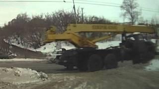 Колхозник на Нексии устроил ремонт на дороге