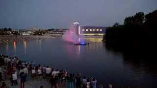 Винницкий фонтан вечером, светомузыкальное шоу(Это светомузылкальное шоу заснято мною вчера в Виннице на набержной Roshen у одноименного фонтана, который..., 2014-06-08T12:51:57.000Z)