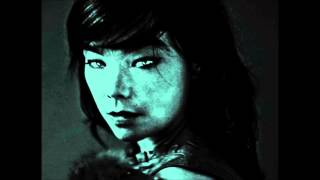 Watch Bjork Hollow video