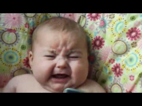 [L] Em bé khóc khi nghe tiếng mình... cười