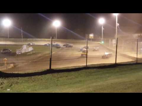 Shadyhill speedway Imod feature August 13th 2016 only 18 laps sorry