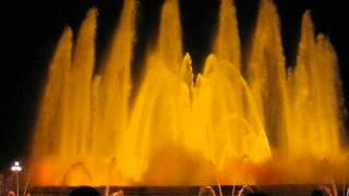 Поющие фонтаны в Барселоне(Помнится, по ощущениям было скучно, но на видео смотрится весьма симпатично :), 2016-04-10T22:09:31.000Z)