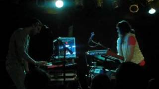 M83 - Run Into Flowers (live, Chicago Nov