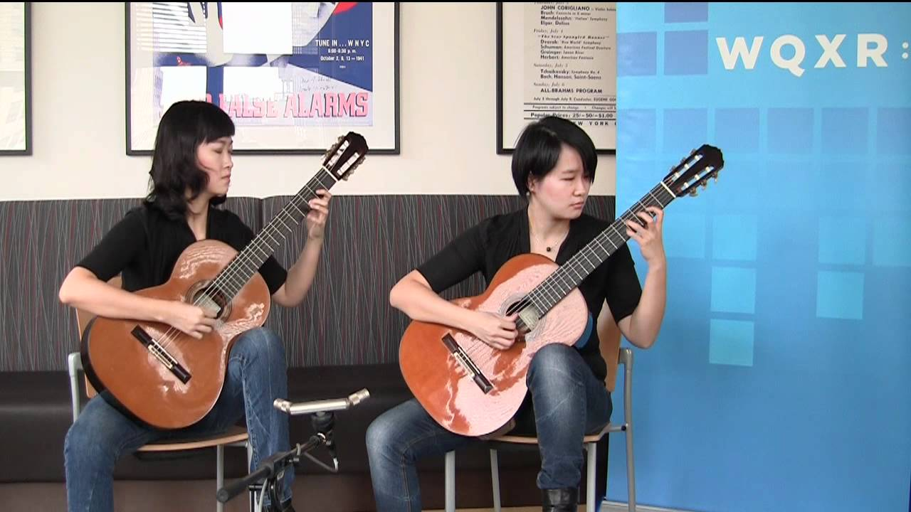Beijing Guitar Duo Plays Crab Walk from Maracaipe