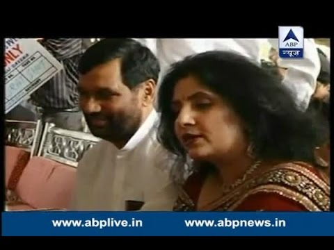 Tejashwi Questions Ram Vilas Paswan S Wife After Chirag Paswan Pointed Out Age Controvers Youtube