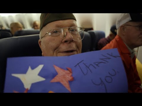 World War II veterans open surprise thank you letters on their Honor Flight trip