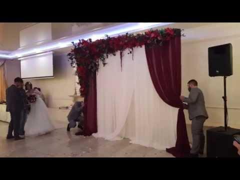Как можно оформить свадебную арку своими руками