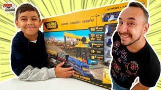 Папа РОБ и ЯРИК играют в ПОЕЗДА! Строим железную дорогу! 13+