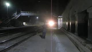 Video Deadly 130Kmph Night Attack:Sampoorna Kranti Express Skips Ahraura Road download MP3, 3GP, MP4, WEBM, AVI, FLV Mei 2018