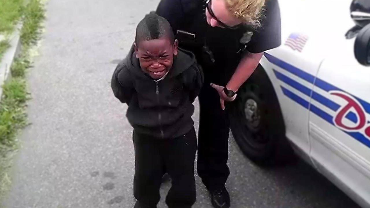 משטרה עוצרת ילד בגלל ששיחק עם ספינר  Youtube