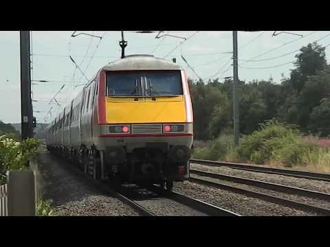 Trains at Conington LC, ECML | 12/07/17