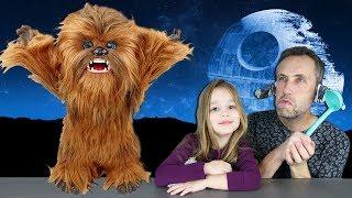 Peluche interactive CHEWBACCA : Ellie passe la vidéo dans l'emballage ! Chewie Star Wars FURREAL !