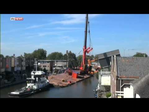 People Injured & Houses Destroyed After Two Cranes Collapse