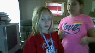 Kaitlin &  Mackenzie singing and dancing to empire state of mind
