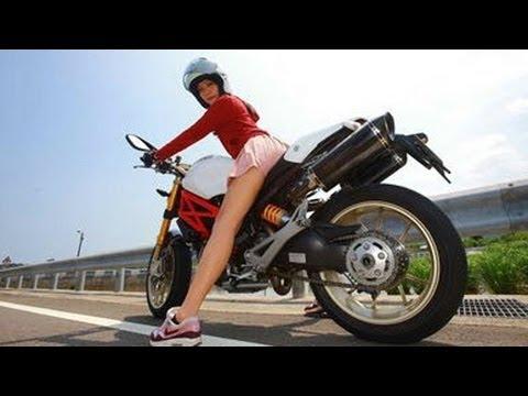 ミニスカ美女はバイク乗り!