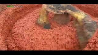 Подготовка смеси для укладки бесшовного покрытия из резиновой крошки