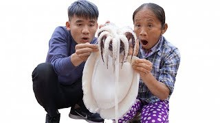 Hưng Vlog - Thách Mẹ Bà Tân Vlog Ăn Con Mực Khổng Lồ Đại Dương Trong 10 Phút
