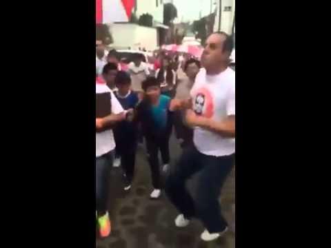 Cuauhtémoc Blanco baila para ganar votos