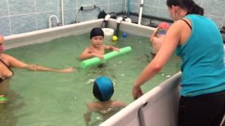 Видео с урока бассейн плавание для грудничков