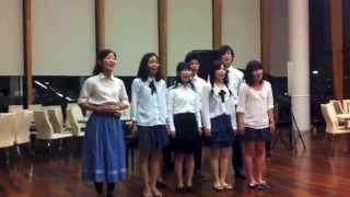 6月にICU歌劇団によって上演される『サウンド・オブ・ミュージック』から、トラップ一家合唱団がICU学生食堂で『ダイニングホールピアノコンサート』に参加しました!