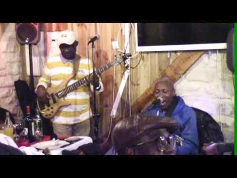 Nkodo Sitony met le feu au Restaurant Cabaret le Chalet de Bagnolet