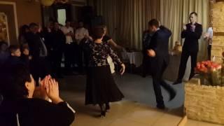 Танец на свадьбе. Девочка танцует лезгинку. Просто Супер!!!