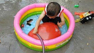 Trò Chơi Bơm Nước Vào Bong Bóng Khổng Lồ ❤ ChiChi ToysReview TV ❤ Đồ Chơi Trẻ Em