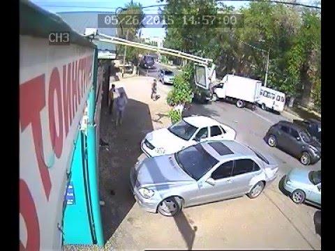 Авария с мотоциклом камера видеонаблюдения.