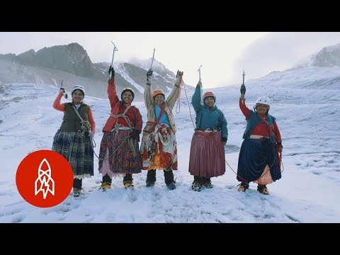 CUMBIA DE HOY - LAS CHOLITAS DE BOLIVIA QUE ESCALAN MONTAÑAS EN FALDAS