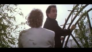 Trailer -À gauche en sortant de l'ascenseur (1988)