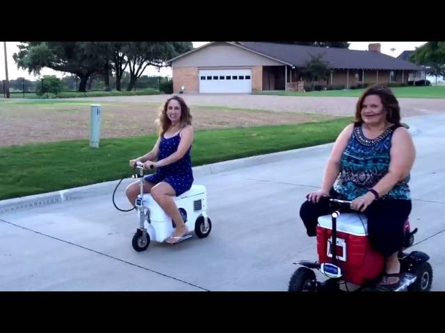 Motorized cooler street race