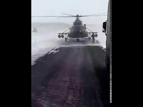 Aterrizó su helicóptero en una ruta perdida para preguntar por una dirección