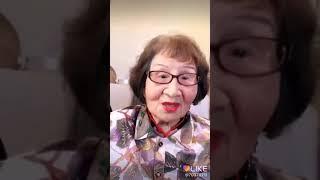Бабушка повторяет песни