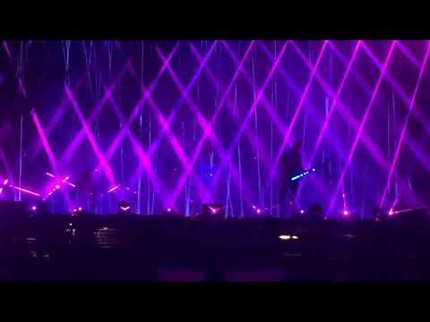 Muse - Showbiz (Live @ Leeds Festival 2017)