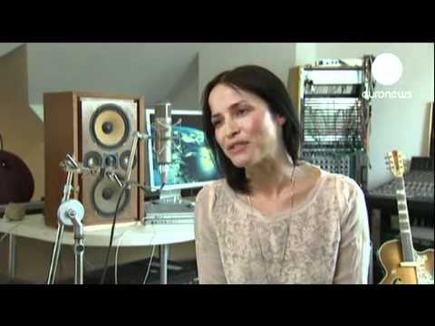 Andrea Corr - Interview  (Euronews - 2011)