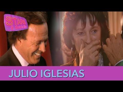 Julio Iglesias piège une mère de famille ! - Stars à domicile