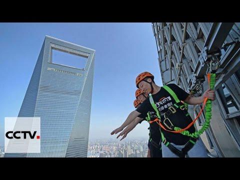 World's tallest rail-less skywalk on skycraper in Shanghai