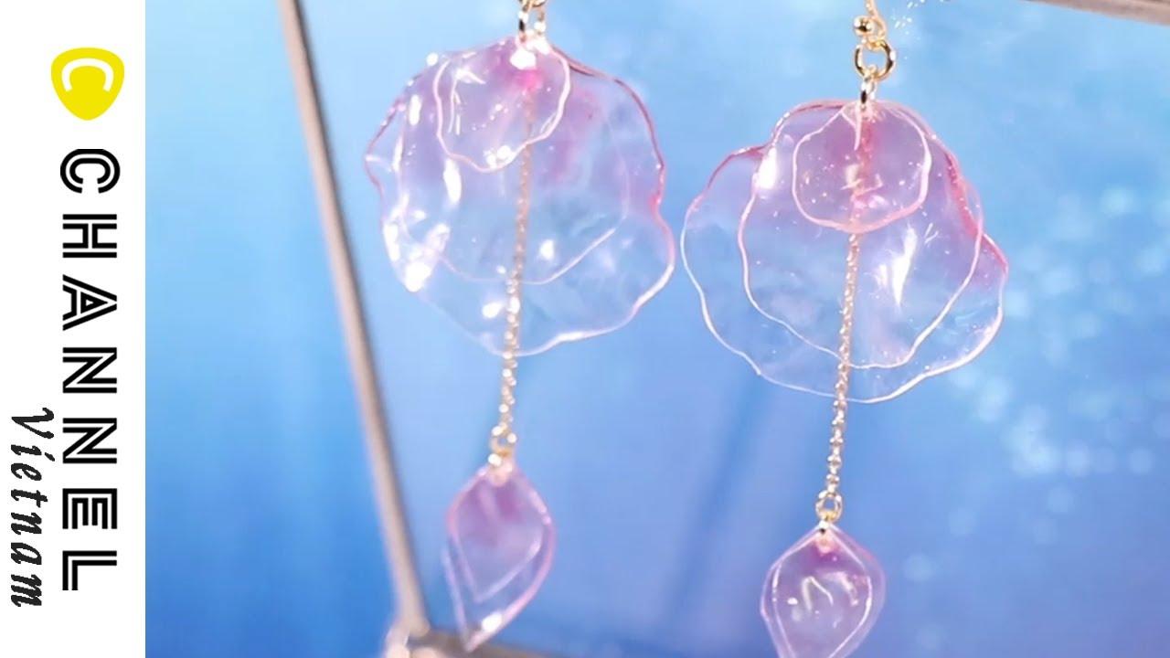 Hoa tai đung đưa được làm từ chai nhựa PET