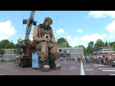 AFP news agency: The Giants puppets of Royal de Luxe make their Dutch premiere