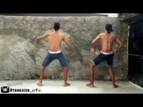 Meninos dançando BumBum Granada. thumbnail