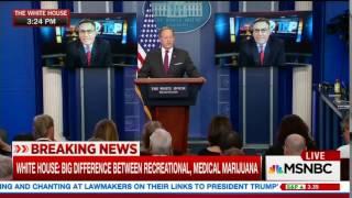 Sean Spicer trolls Glenn Thrush