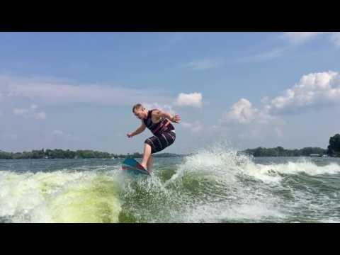Munson Ski & Marine - Malibu Boats m235 - Wake Surfing