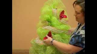 How-to: Make a Geo Mesh (Christmas) Tree(Nancy has shown you how to make a Geo Mesh Wreath, but this time, she is going to teach you how to make a beautiful Geo Mesh Christmas Tree using a ..., 2012-10-11T20:10:19.000Z)